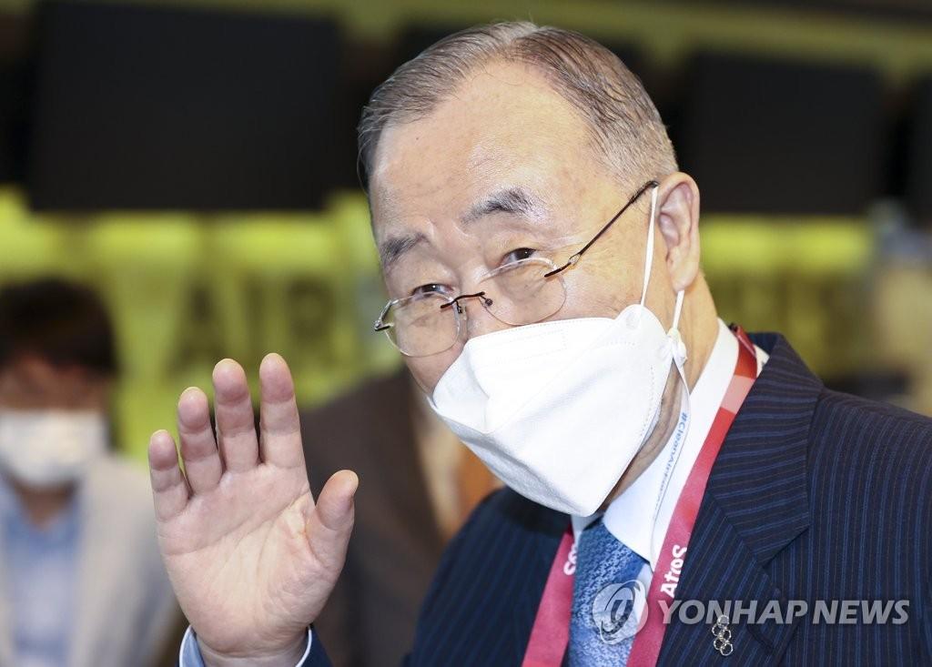消息:潘基文東京奧運開幕式後與日王交談