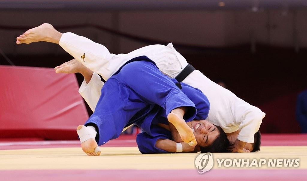 7月26日,在日本武道館進行的東京奧運會男子柔道73公斤級銅牌爭奪戰中,南韓選手安昌林擊敗亞塞拜然選手魯斯塔姆·奧魯傑夫,奪得銅牌。 韓聯社