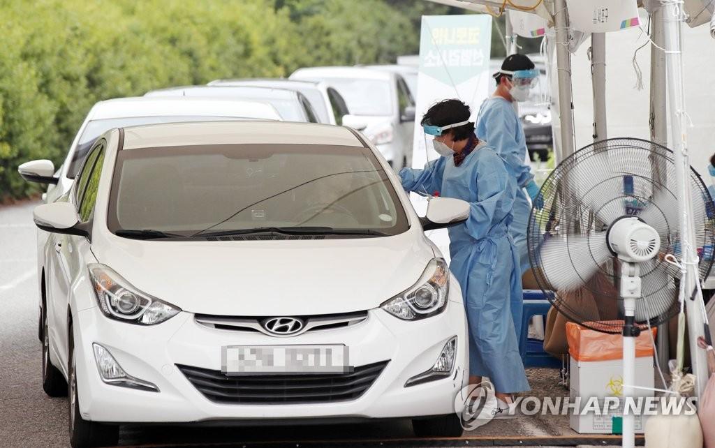 資料圖片:免下車檢測 韓聯社