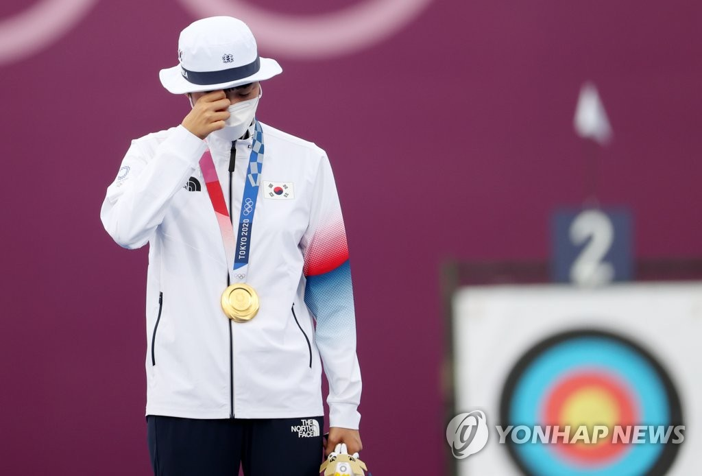 7月30日,安山在頒獎儀式上流下眼淚。 韓聯社