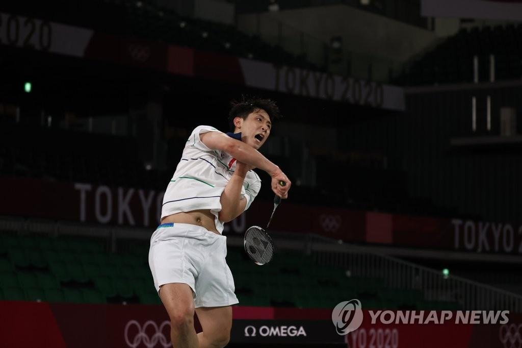 7月31日,在武藏野之森綜合體育廣場進行的東京奧運會羽毛球男子單打8強賽中,南韓選手許侊熙以0比2不敵瓜地馬拉選手凱文·科爾敦,遺憾無緣四強。 韓聯社