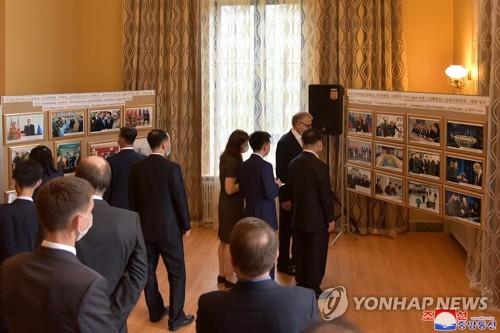 俄駐朝使館辦圖片展紀念金正日訪俄20週年