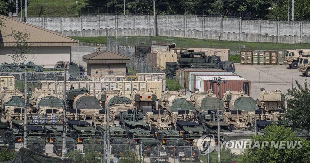 資料圖片:8月5日,駐韓美軍車輛整裝待發。 韓聯社