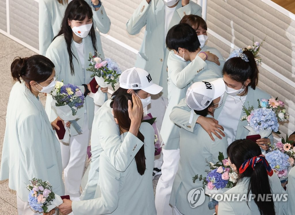 8月9日,在仁川國際機場,金軟景率領的南韓女排載譽回國。 韓聯社