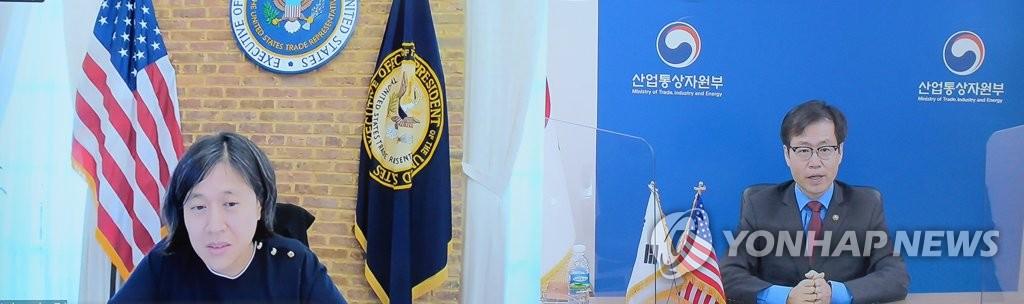 資料圖片:南韓通商交涉本部本部長呂翰九(右)與美國貿易代表辦公室(USTR)代表凱瑟琳·戴(戴琦) 韓聯社/產業通商資源部供圖(圖片嚴禁轉載複製)