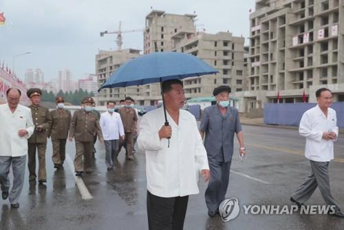 金正恩第三次視察平壤高級住宅區建設現場