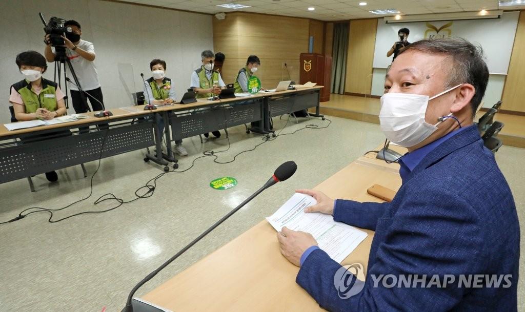 資料圖片:8月30日,在首爾市永登浦區的醫療機構評估認證院,政府和保健醫療工會進行第12輪談判。 韓聯社
