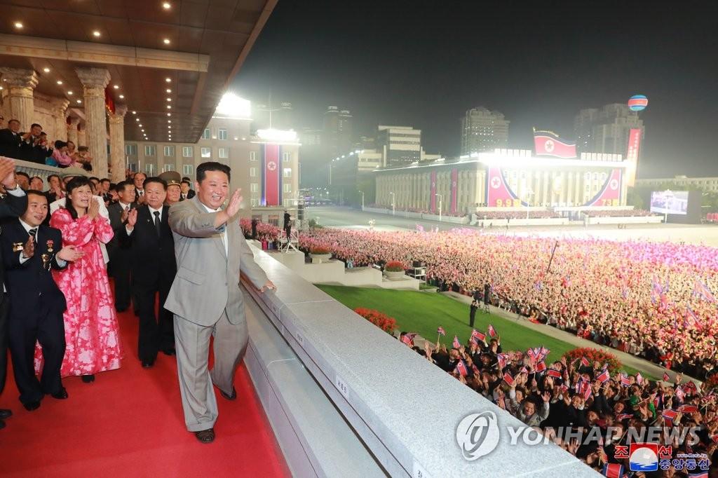 資料圖片:9月9日0點,在平壤金日成廣場,金正恩亮相民間及安全武裝力量閱兵式。 韓聯社