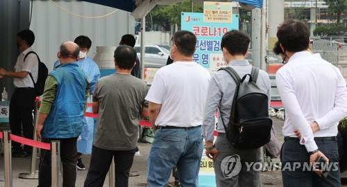 簡訊:南韓新增1755例新冠確診病例 累計272982例