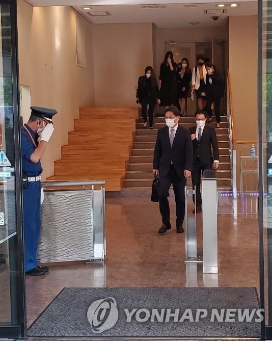 9月13日,南韓外交部韓半島和平交涉本部長、對朝代表魯圭悳在日本外務省會見日本外務省亞洲大洋洲局局長船越健裕後離場。 韓聯社