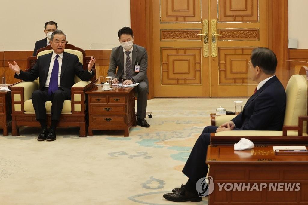 文在寅接見中國外長王毅