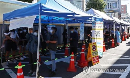 簡訊:南韓新增1910例新冠確診病例 累計285932例