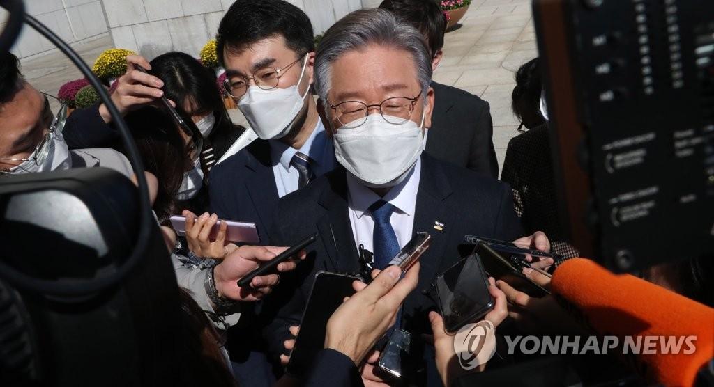 李在明接受記者提問