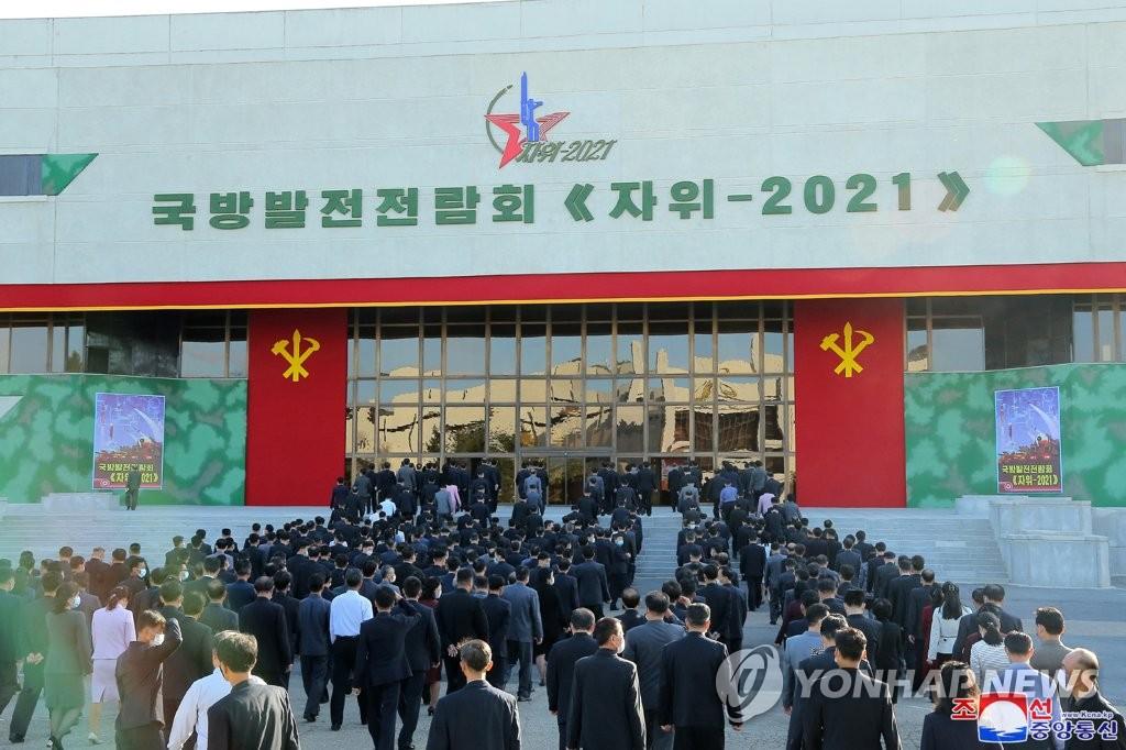 朝鮮國防展訪客絡繹不絕