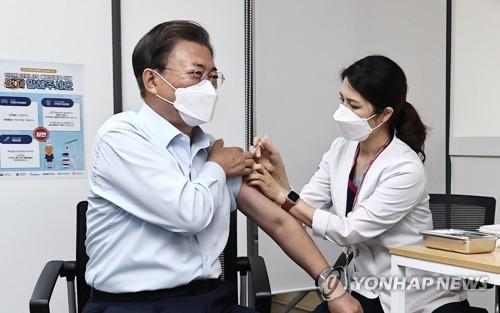 南韓總統夫婦補打新冠疫苗