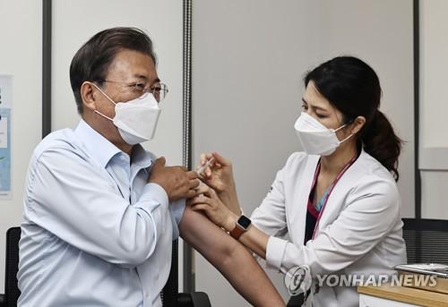 文在寅接種新冠疫苗加強針
