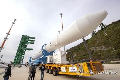 韓自研運載火箭準備發射