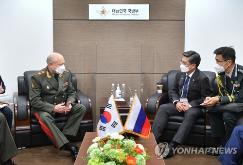 韓防長接見俄陸軍總司令