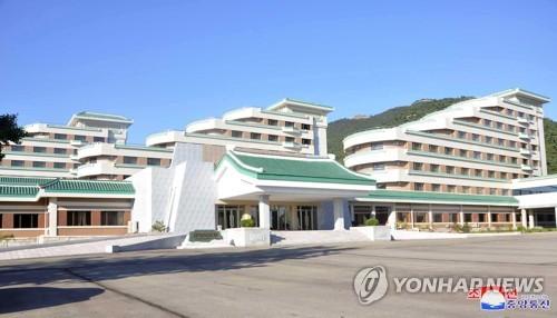 朝鮮正方山酒店竣工