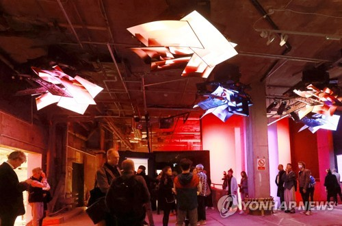 LG電子OLED作品亮相倫敦傳媒藝術展