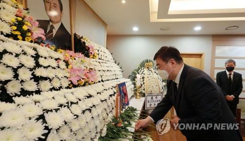 中國駐韓大使弔唁盧泰愚