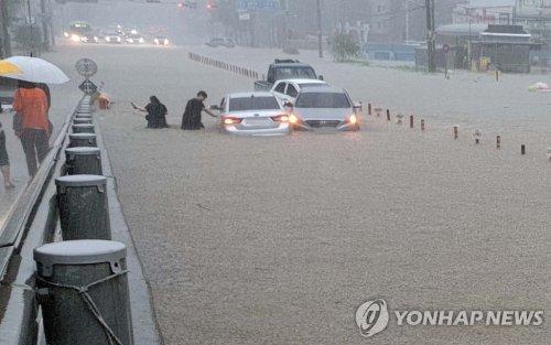 南韓中部地區遭暴雨襲擊致6人死亡8人失蹤